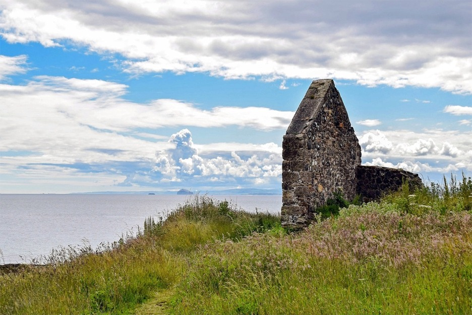 Cottage ruin, St Andrews, Scotland